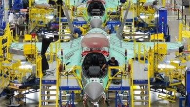 """Troppi precari, sciopero nella fabbrica  degli F35: """"Basta promesse, assumeteli"""""""