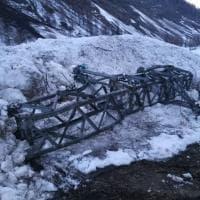 Aosta, la valanga invade e blocca la strada di Rhemes-Notre Dame