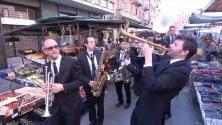 Il concerto nei mercati della Bandakadabra fa  da apripista al TJF 2018   di ALESSANDRO CONTALDO