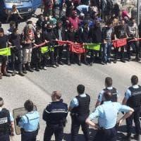 Il corteo antagonista sconfina in Francia, la gendarmerie ferma quattro