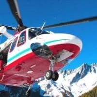 I parapendisti non si scansano e bloccano l'intervento del soccorso alpino