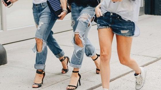 Moncalieri: vietate alle medie minigonne, rossetti, canottiere e jeans strappati