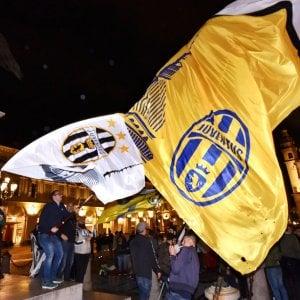 La Juve vince il settimo scudetto, ma la città resta tiepida: mille tifosi in centro