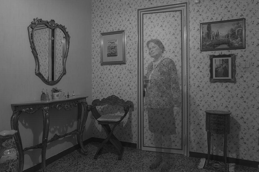 Dentro le 'stanze' di Corso Novara: la mostra che racconta l'Italia che cambia