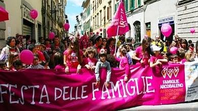 Figli di coppie gay, il Piemonte pagherà le spese legali dei genitori in eventuali cause con lo Stato