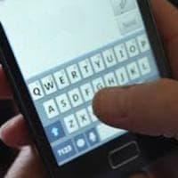 Torino, insegnante manda messaggi hot all'allieva tredicenne: rinviato a
