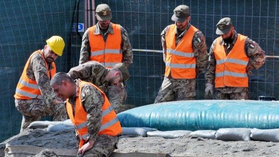Torino, per disinnescare la bomba al Lingotto duemila evacuati e ritardi nei voli