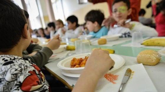 Torino, niente sconto alla mensa scolastica se i genitori possiedono un'auto di grossa cilindrata