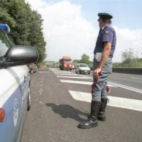 Auto esce fuoristrada sull'A26, un morto e tre feriti nell'Alessandrino