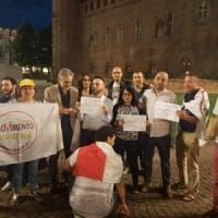 A Torino i Cinque stelle in piazza sotto la prefettura per protestare contro Mattarella