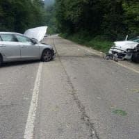 Torino, scontro frontale: muore una donna, feriti il figlio e altri due bambini che...