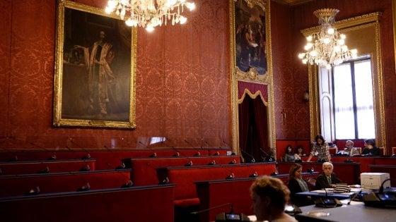 Torino, i grillini disertano la Sala Rossa per protesta contro Mattarella, bagarre in aula