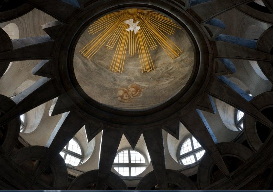 Torino, torna a splendere il cupolino della Sindone ventun anni dopo il rogo