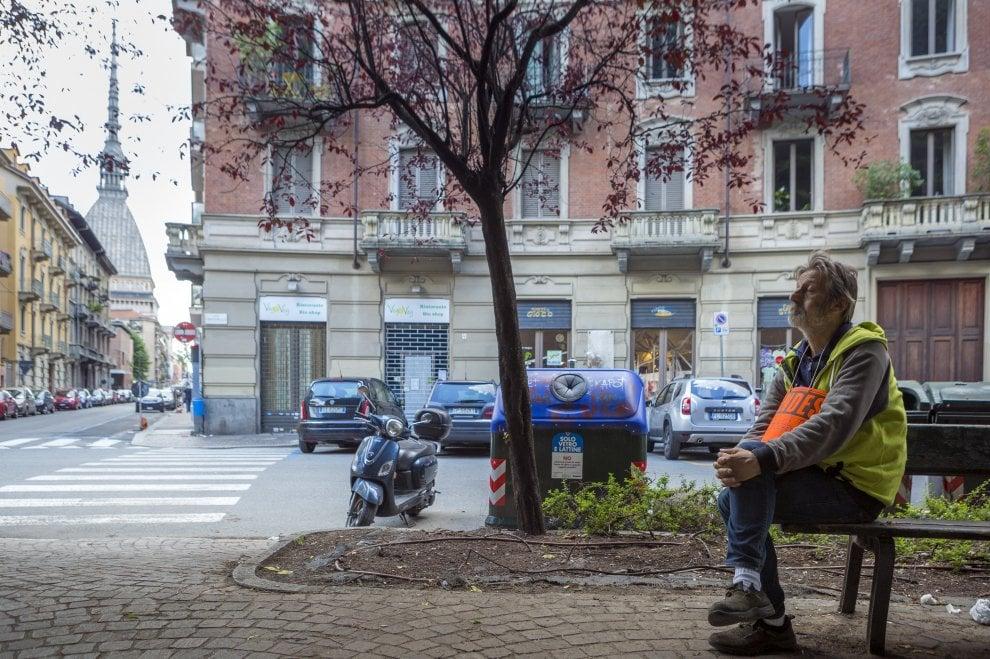 """Torino, storia di Stefano: """"Una vita in strada da quando avevo 10 anni"""""""