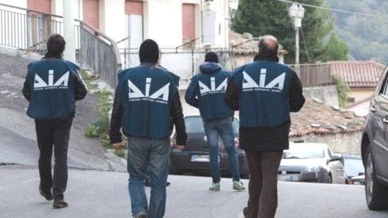 'Ndrangheta, il boss ai domiciliari continuava a riciclare denaro: maxisequestro da un milione di euro
