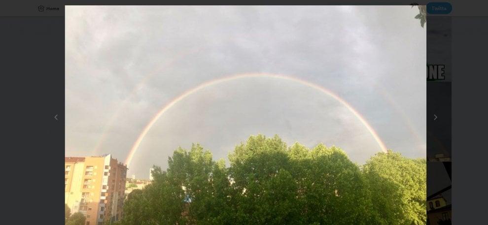 Un'alba a colori su Torino: dopo la pioggia appare nel cielo uno spettacolare doppio arcobaleno