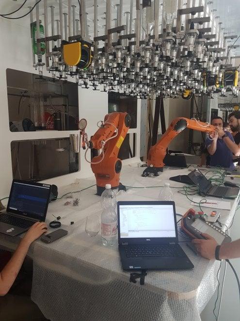 Taglia il limone e shakera, il robot può fare il barista