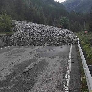 Val d'Aosta, una frana blocca la strada per Cogne. Isolato il paese di Lillaz