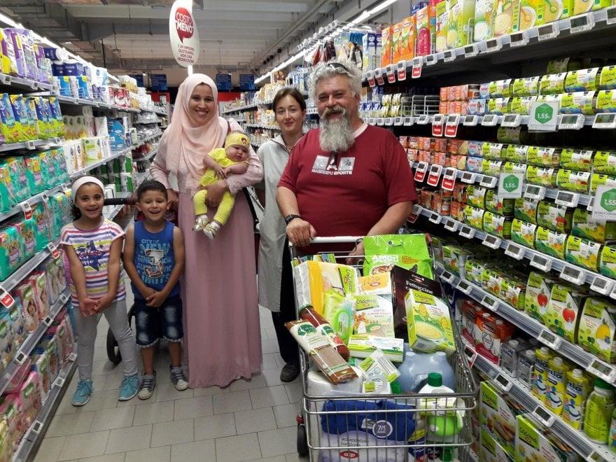 Trino Vercellese, doglie al supermercato come nella pubblicità
