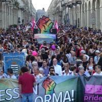 Torino Pride, sfilano i volti dell'orgoglio lgbt. E spunta anche Rocco Siffredi