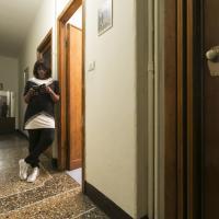 """Hortance, dal Congo alle strade di Torino: """"In Africa non credono che ci sia la povertà anche qui"""""""