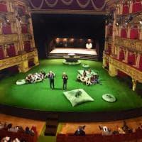 Torino, per la prima volta il Teatro Carignano apre d'estate. E si trasforma... in un prato!