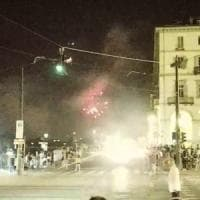 Torino, a San Giovanni gli irriducibili dei fuochi artificiali: show pirotecnico