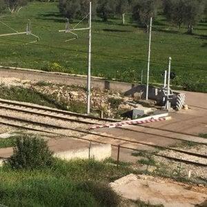 Auto sfonda le sbarre, treni in ritardo sulla linea Torino-Milano