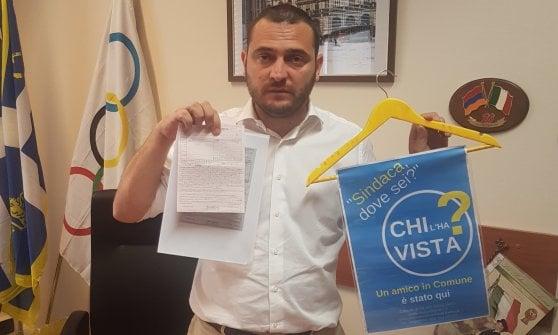 """Torino, il consigliere Magliano multato per uno dei suoi appendini """"anti Appendino"""""""