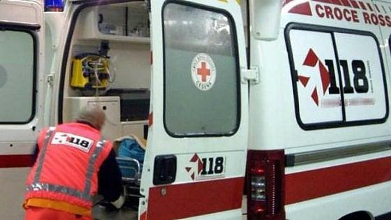 Torino, caricano madre in ambulanza e affidano bimba di 3 mesi a tre maestre: è polemica