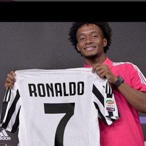 Torino, Cuadrado su Instagram cede la maglia numero 7 della Juve a Ronaldo