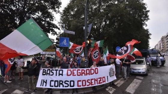 Torino, al giardino degli zingari si fronteggiano destra, sinistra e residenti