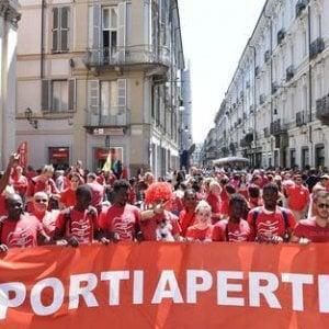 Insultata su Facebook per la maglietta rossa, gli autori denunciati per diffamazione