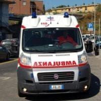 Autista travolto dal suo carro attrezzi in piazza Hermada: è molto grave