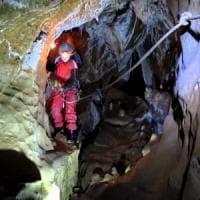 Cuneo, cento soccorritori nel fango per salvare lo speleologo ferito in