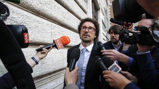 """Toninelli: """"Tav? Vogliamo migliorarla"""". E il M5S torinese chiede di sospendere Foietta e Virano"""
