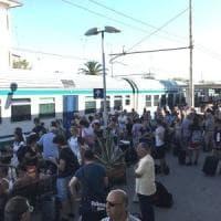 Loano, atto vandalico blocca il treno per Torino: trecento viaggiatori abbandonati