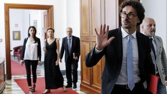 """Toninelli: """"La Tav in Italia costa 60 milioni a km, in Francia 20"""". Chiamparino: """"Frasi stucchevoli"""""""