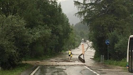 Frana in Val Ferret, una coppia uccisa nella propria auto, 250 sfollati, si cercano altre possibili vittime