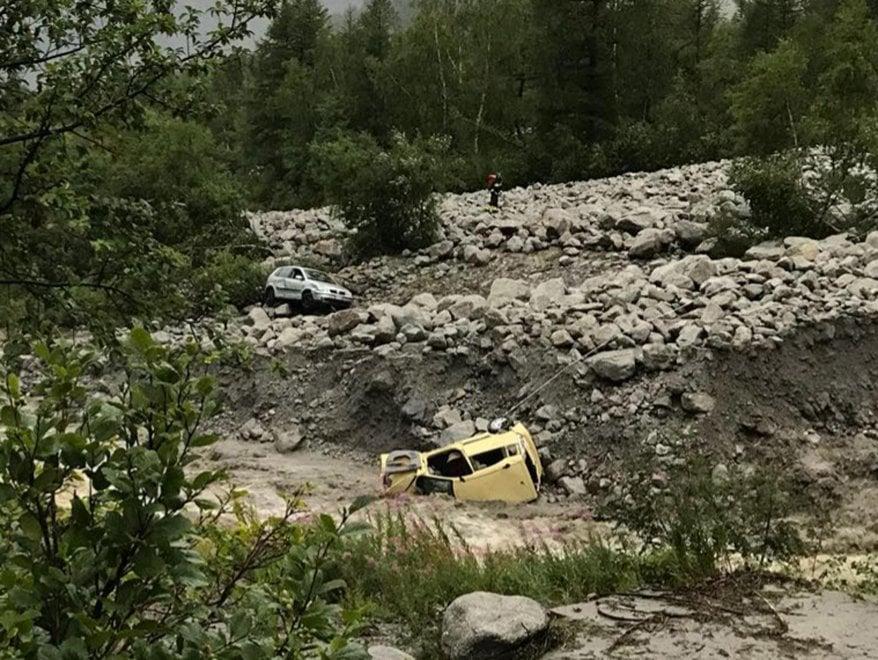 Courmayeur, 250 persone bloccate dalla frana, evacuate con l'elicottero