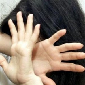 """Torino, la denuncia di una madre:  """"Violentata da mio figlio allucinato dal crack"""""""