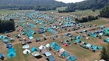 Nei boschi di Vialfrè  una città fatta di tende accoglie 4000 ragazzini  Di ALESSANDRO CONTALDO