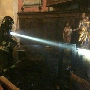 Val Susa, incendio in una chiesetta per due ceri lasciati accesi