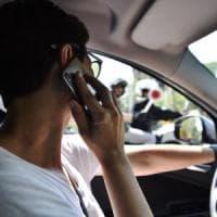 La ricetta di Torino per chi telefona guidando: