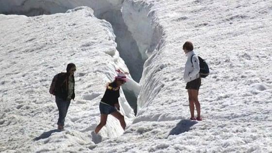 Monte Bianco, guide aggredite e risse nei rifugi: il sindaco