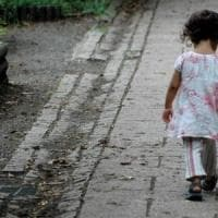 Biella, bimba due anni vaga da sola in strada: salvata da carabinieri