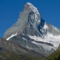 Aosta, alpinista precipita e muore sul Cervino
