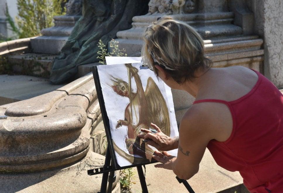 Con matite e carboncino in cerca dell'Apocalisse al Cimitero Monumentale di Torino