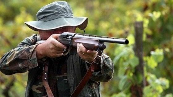 Torino, minaccia la Lega anticaccia inneggiando al Duce: il Tar gli nega il porto d'armi per il fucile