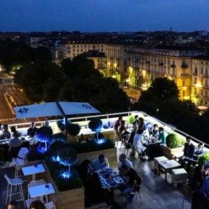 """I vigili chiudono la terrazza del Turet di piazza Solferino: """"""""Non c'era l'autorizzazione a somministrare cibi"""""""
